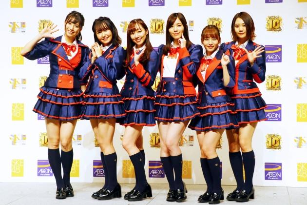 会見に出席したSKE48のメンバー。左から荒井優希、惣田紗莉渚、須田亜香里、松井珠理奈、大場美奈、古畑奈和