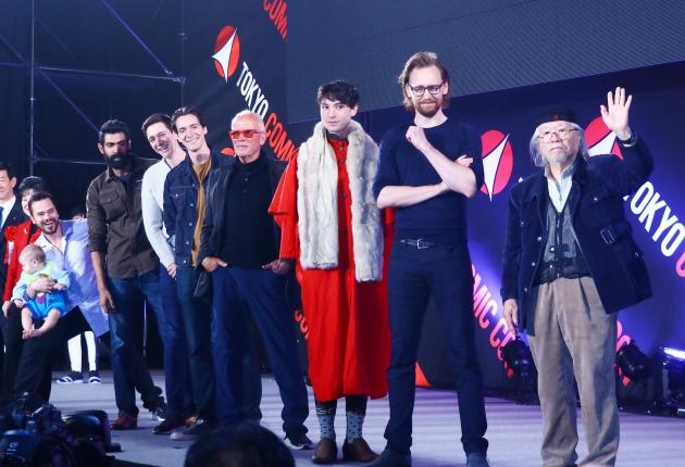 右から松本零士、トム・ヒドルストン、エズラ・ミラー、ピーター・ウェラー、フェルプス兄弟、ラーナー・ダッグバーティ、ダニエル・ローガン