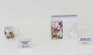 卓上カレンダーとマグカップは共に1,500円