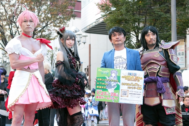 11月11日に開催された「ホココス」にて。 左から、ウサコ、えなこ、世界コスプレサミット実行委員長の小栗徳丸氏、ジャッキー道齋