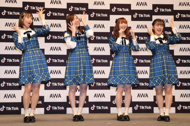 #あわあわダンスを披露する左からSKE48の日高優月、松井珠理奈、高柳明音、竹内彩姫