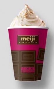 冬にホットな明治ミルクチョコレートモカ。コラボメニューオリジナルカップにも注目