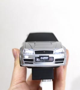 スマートフォンに接続するとフロントライトが点灯して気分を盛り上げてくれる
