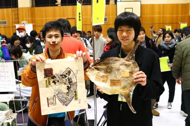 左が「マンボウ博士」の澤井悦郎さん