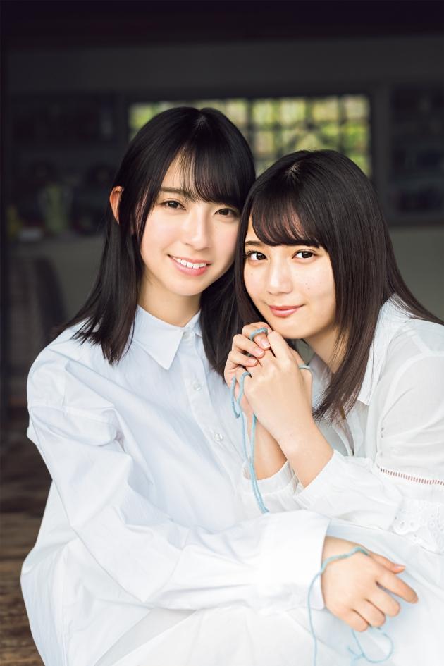 『週刊少年マガジン』に登場した金村美玖(左)と小坂菜緒