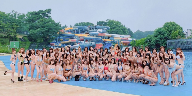 プール撮影会に水着美女たちが大集合!