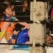 【豆腐プロレス】ジャンボ佐藤のパワーをしのぎ、おだえりが関節技で勝つ